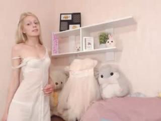 very_shy_ show live sex via webcam