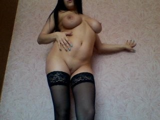 verona585 young cam girl doing it solo, pleasuring her little pussy live on webcam
