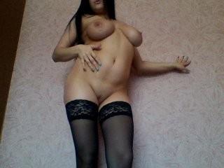 verona585 English young cam girl enjoys masturbating for you, live on a webcam