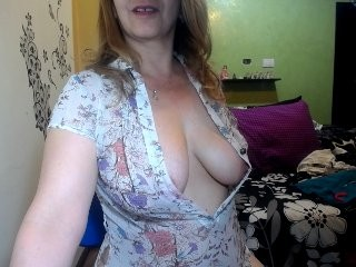 angelasweet69 dollface mature cam girl fighting for your attention with her hot body