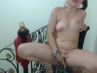 katyahotmy young cam girl with an ohmibod slutting it up live on camera