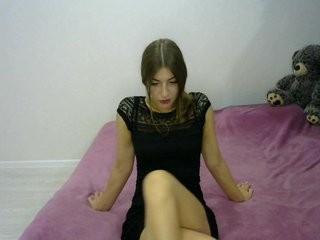 queenvegan doing it solo, pleasuring her little pussy live on webcam