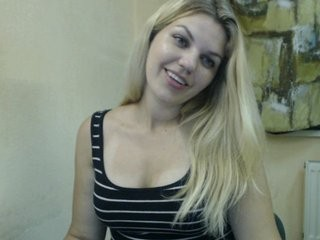 bellybella blonde young cam girl and her wet little pussy, live on webcam