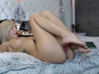 blue_diamant fetish aficionado doing twisted things live on cam