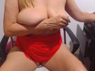 belleblondx bisexual mature cam girl fucking boys and girls live on sex camera
