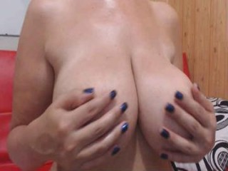 jenniferloveyou with the ability to squirt in front of an audience live