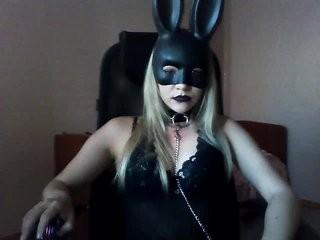 ostraiker1 young girl who like to show live sex via webcam