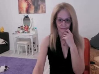 angelkaty69 dollface mature cam girl fighting for your attention with her hot body