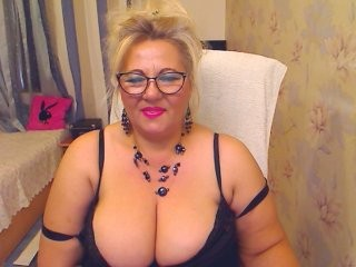 sinwoman blonde mature cam girl and her wet little pussy, live on webcam