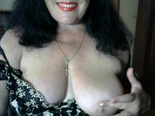 dame89 the most beautiful brunette mature cam girl live on sex cam