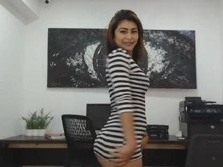 nialove show live sex via webcam