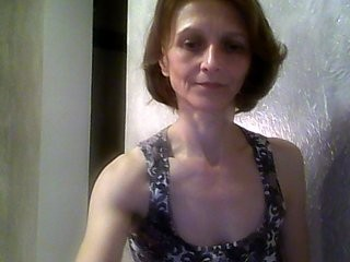 maureenflower redhead mature cam girl being naughty and seductive on a live webcam
