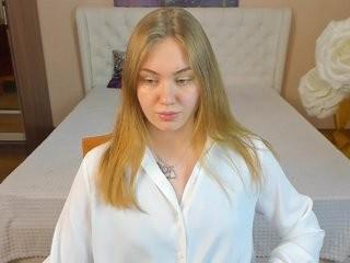 adacrystall young girl who like to show live sex via webcam