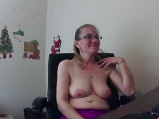 messallina milf cam girl couple doing everything you ask them in a sex chat