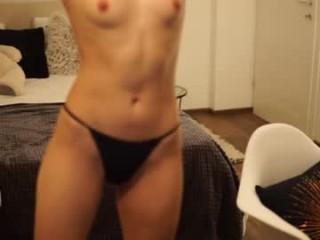 idontlikeguccibelts XXX cam live cum show with a horny little mature cam girl