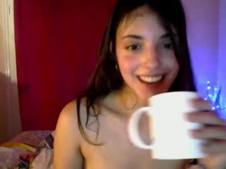 elizee19 naked teen getting wetter and wetter for you live on sex chat