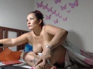yummybigboobs bisexual mature cam girl fucking boys and girls live on sex camera