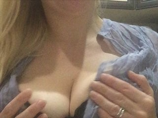 miss-x blonde and her wet little pussy, live on webcam