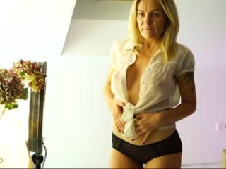 bootycolins bisexual milf cam girl fucking boys and girls live on sex camera