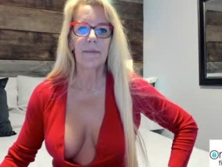 fitcougarcb fresh, new hottie seducing live on sex webcam