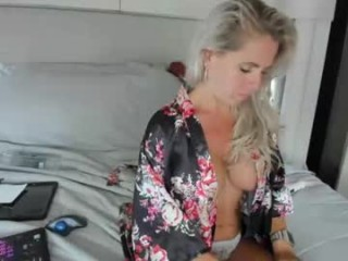 dddtraveler XXX cam live cum show with a horny little mature cam girl
