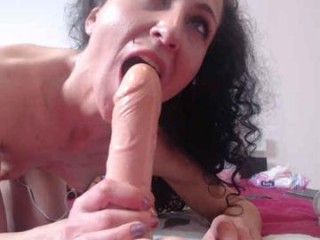 amalianilsson with an ohmibod slutting it up live on camera