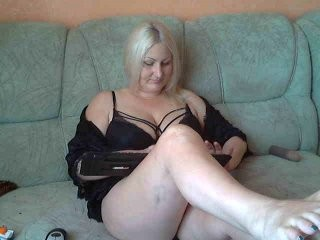 tanmzya blonde and her wet little pussy, live on webcam