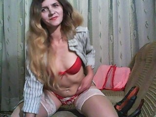 ho4y4jieha blonde and her wet little pussy, live on webcam