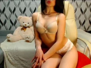 principesse doing it solo, pleasuring her little pussy live on webcam