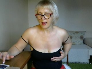 rozarita blonde mature cam girl and her wet little pussy, live on webcam