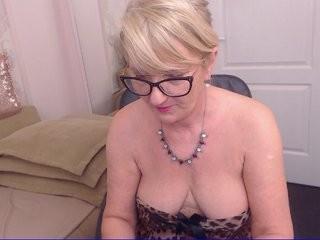 alanarichards naughty pleasuring her lovely little pussy on webcam
