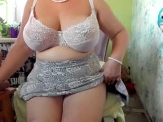 garmonic_milf BBW milf cam girl teasing her pussy live on sex cam