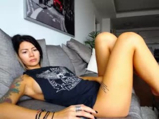 g_i_a doing it solo, pleasuring her little pussy live on webcam