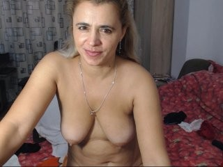 ladysquirt11 blonde and her wet little pussy, live on webcam