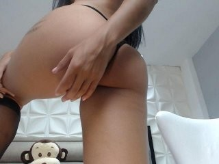 leahjones young girl who like to show live sex via webcam