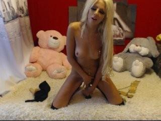 blondalina young girl who like to show live sex via webcam
