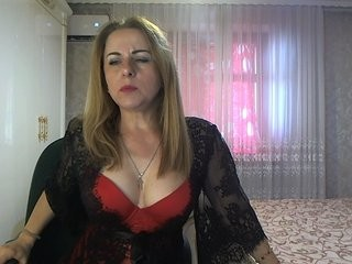 marina-lady blonde mature cam girl and her wet little pussy, live on webcam