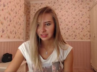 guesss3211 live sex cam perfect  young cam girl in a revealing bra