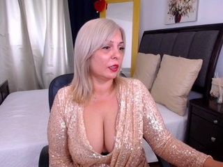 sweetqueenx blonde mature cam girl and her wet little pussy, live on webcam