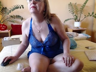 lilimar blonde mature cam girl and her wet little pussy, live on webcam