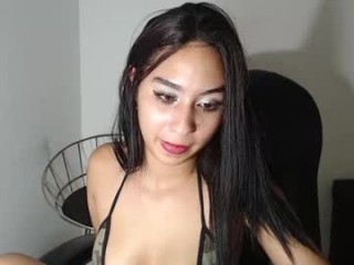 _alison_27 seductress showing off her immaculate, sexy feet live on cam