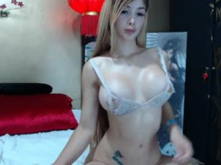 laurabigtits young cam girl slut with big, firm tits masturbating live on sex cam