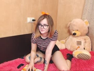 sapphirealice teen doing it solo, pleasuring her little pussy live on webcam