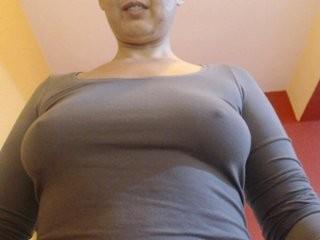 adorableissa Latino slut masturbating live on a webcam
