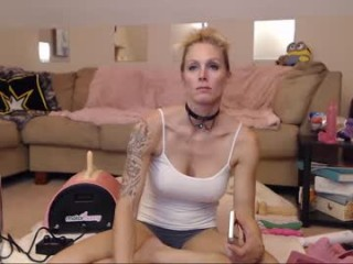 danni_girl123 who loves to ride massive cocks on sex cam