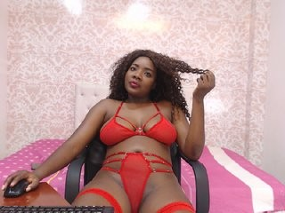 naomyraynolds the most beautiful brunette live on sex cam