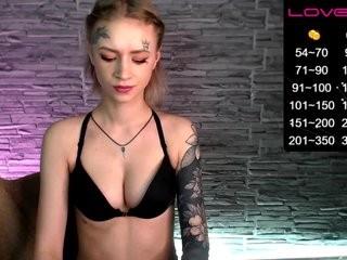 malinalaura young girl who like to show live sex via webcam
