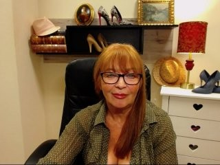 matureterry talented mature cam girl who loves deepthroating live on camera