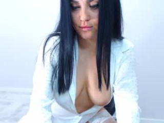 sonyacreamy doing it solo, pleasuring her little pussy live on webcam