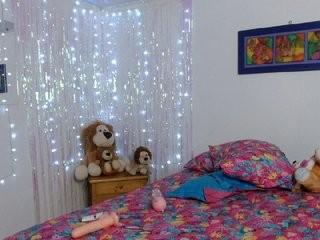 sweetkeira young girl who like to show live sex via webcam